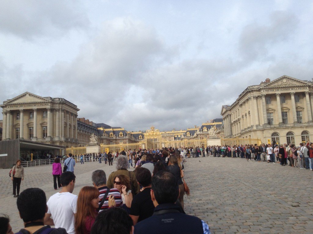 Queue to enter the Palace of Versailles